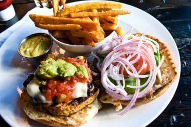 Veggie-Burger-mit-Jackfruit-Zutaten-klein2